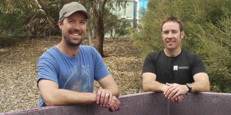 Izway的釀酒師拍檔Brian Conway(左)和Craig Isbel(右)。