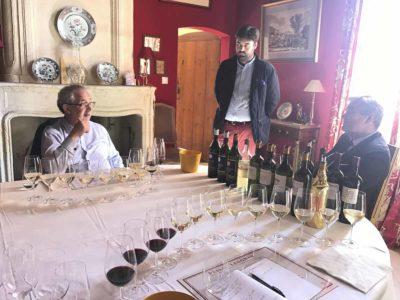 在Domaine de Chevalier 與莊主Oliver Bernard及Bernard一起品鑒期酒