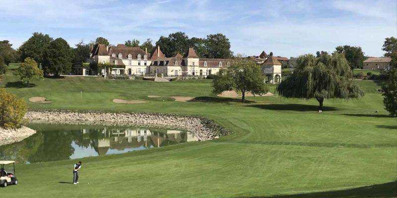 Château des Vigiers威之堡打球人人士為前財經事務及庫務局局長陳家強。