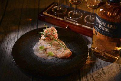 前菜:煙燻北冰洋蝦及白鱒魚子配Highland Park 12年蘇格蘭單一麥芽威士忌