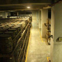 噶瑪蘭酒廠酒窖。因台灣多發地震,酒桶擺放僅有四層。