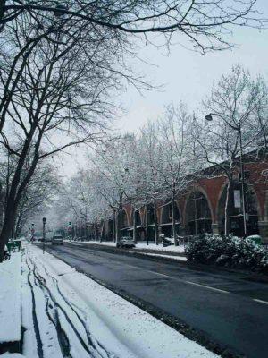首次冬天到訪巴黎,很特別。古人說:貴人出路招風雨,我今次招了大雪,有幸跟巴黎人朋友一起分享一個「從未如此雪白的巴黎」