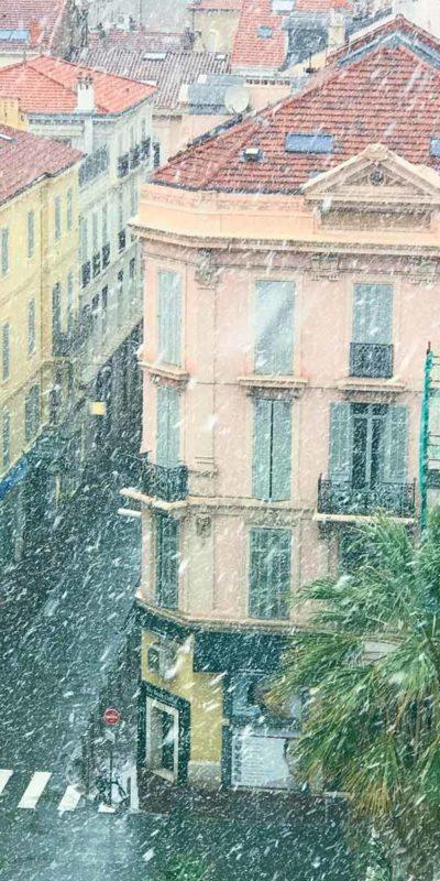 大雪紛飛的康城