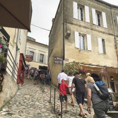Saint-Émilion 的著名石頭鋪設的斜路,乃遊客必到之處。