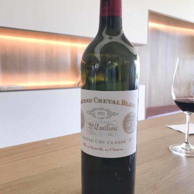 參觀白馬酒莊(Cheval Blanc)並試其2011年份的酒。