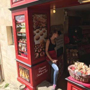 法國的首間 Macaron 馬克龍甜餅店原來源於Saint-Émilion - 在石頭斜路上便可找到。