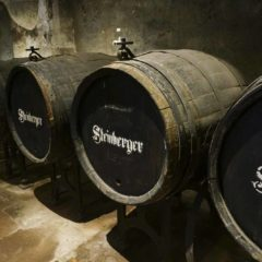 "Eberbach修道院中專門存放國宴用酒的Cabinetkeller酒窖成為後來""Kabinett""一詞的源頭。"