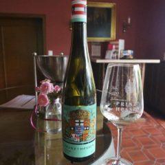 Rheingau是一種極能反映風土的葡萄,不同酒莊有不同風格,即使同一酒莊,來自不同單一葡萄園也展現不同風味:Prinz V Hessen