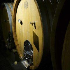 Rheingau獨有名叫 Stükfass的橡木酒桶,容量約1200公升。