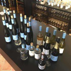 Schloss Reinhartshausen不但出產葡萄酒,他們還擁有莱茵河中一個島上的土地,利用那裏提供的天然物資釀製白蘭地、啤酒、氈酒等。