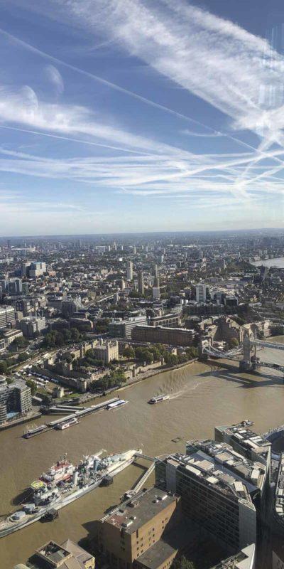 跑到倫敦的最高—The Shard頂樓,嘆著咖啡及糕點,360度俯瞰倫敦市全景,很療癒。