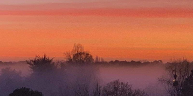 晨曦的雲彩