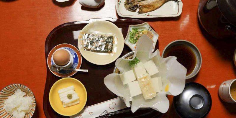 酒店提供的早餐是在房內食用的,你只要早一晚報上吃早餐的時間,服務員便會準時敲門,為你打點及準備早餐,很窩心,每件食物都是愛心製作,一絲不苟,豐富得像一個午餐。