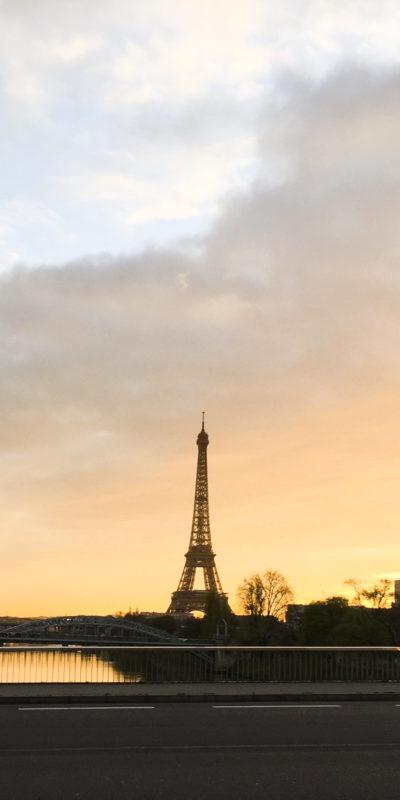 每天步行返學及放學的途徑都看看巴黎鐵塔,無論晨曦或是夕陽,都很美。