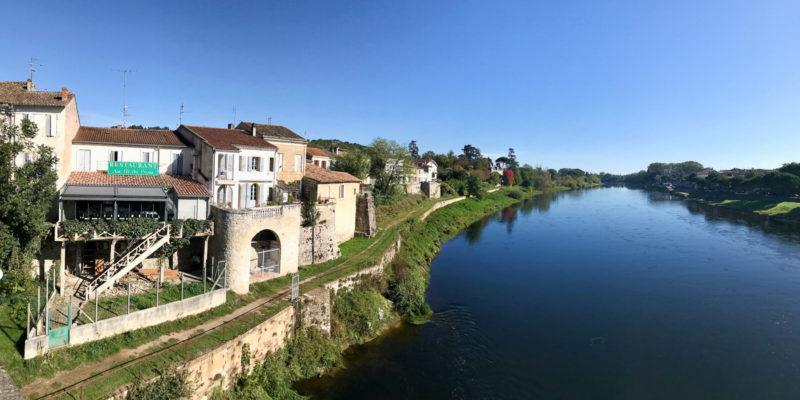 多湼河將兩個古鎮分隔開,兩岸風光如畫,令人神往