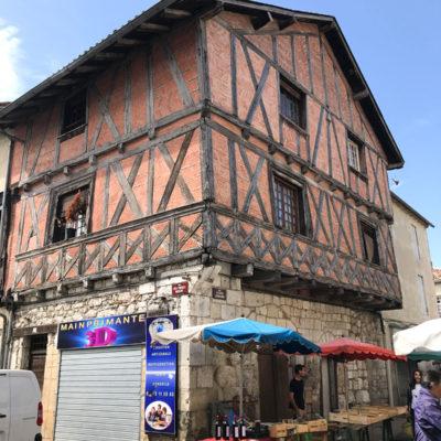 富有特色的古鎮的中世紀建築