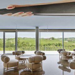 品酒室的景觀及有趣的酒桶式造型的座椅