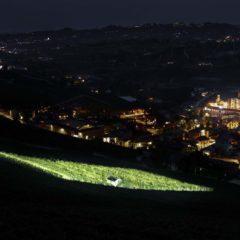 燈光照耀下的Terlo園和不遠處巴羅洛鎮的美麗夜景